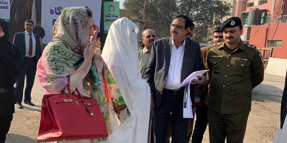 First lady Bushra Bibi visits shelter home in Lahore - BOL