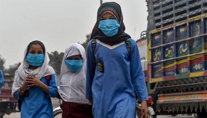 Dense smog chokes Pakistan's Punjab province